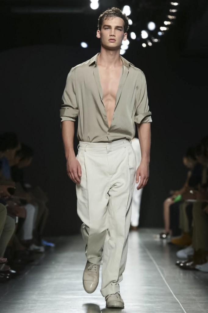 Looks good in Miami and anywhere else in the world, wide open shirt and roomy pants, Bottega Veneta