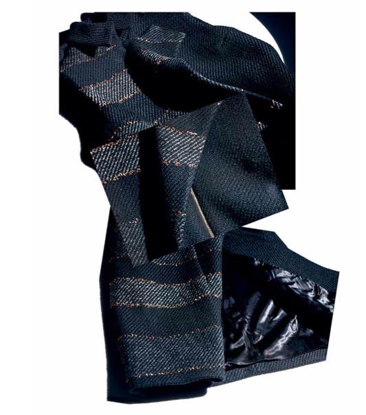 Bauhaus-inspiriertes Wollmantel-Kleid mit eingewebten goldenen Zierfäden aus der ersten Kollektion von JASON WU für HUGO BOSS: Herbst-Winter 2014