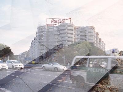 """Typisch Hauptstadt: """"Ich liebe diese Coca-Cola Reklame, ein wundervoller Kontrast im ehemaligen Ost-Berlin"""""""