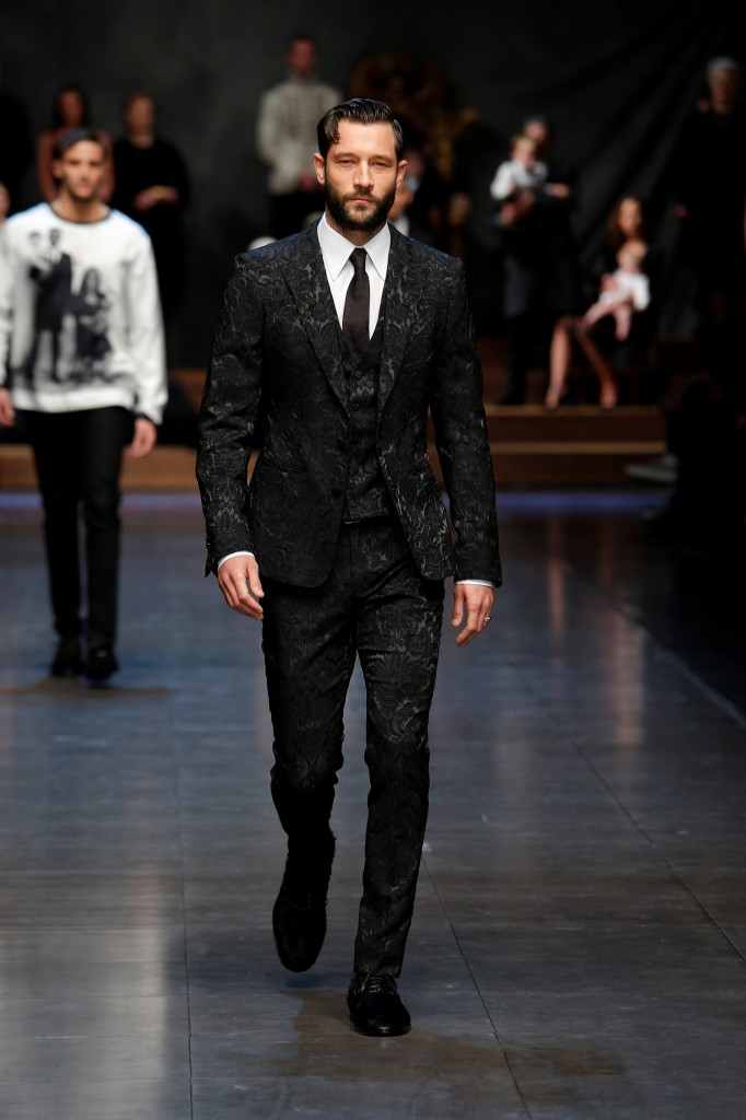 Love doesn't make blind: This velvet tuxedo is well crafted Dolce & Gabbana