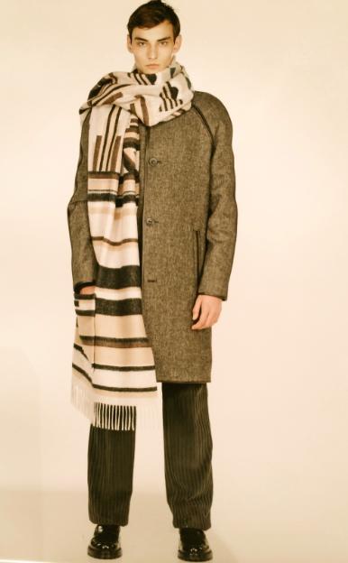 A big Milan trend, large scarves