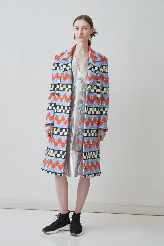 Frische Farben, zackige Muster - so sieht Arbesser den klassischen Mantel