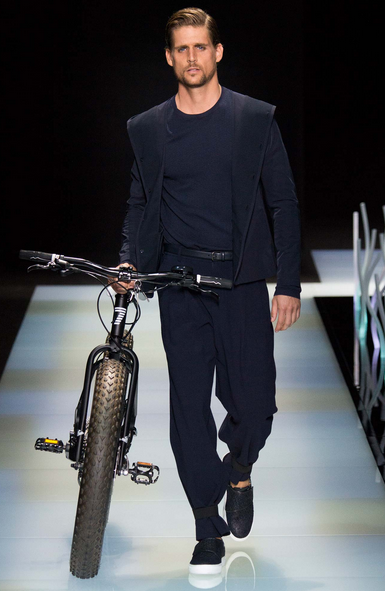 The Emporio bike injected a puzzling sporty mood to an otherwise élégant collection Giorgio Armani