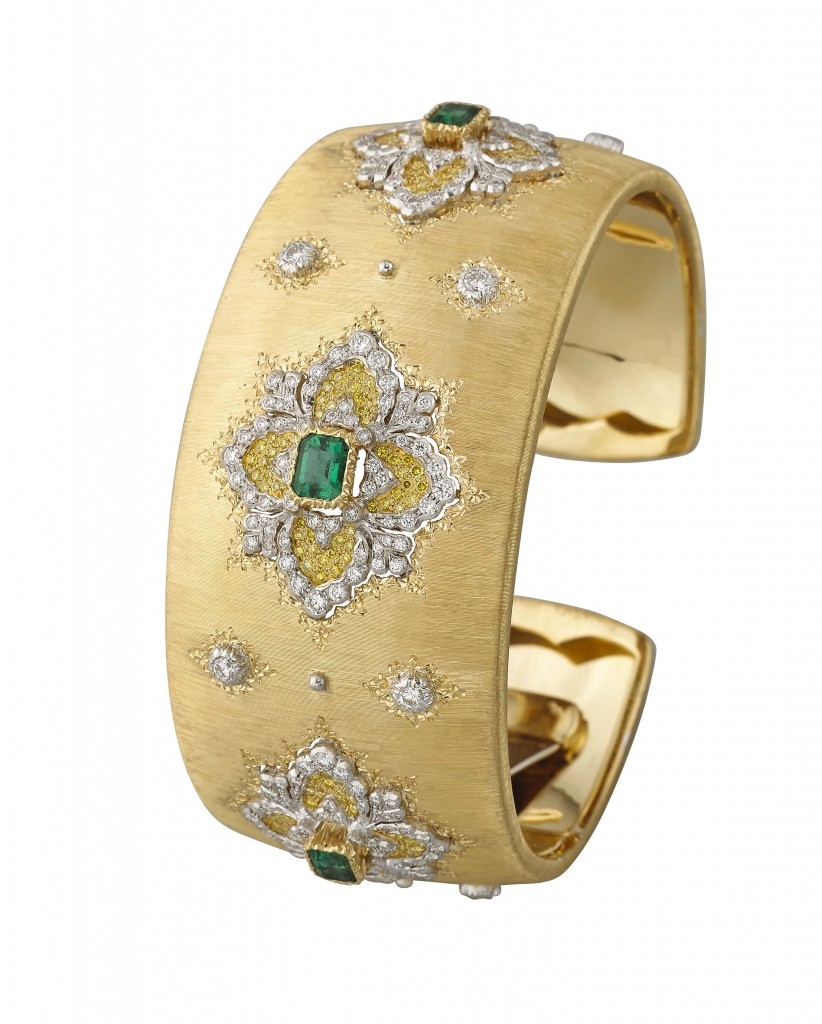 Cuff bracelet in yellow gold with centering octagonal leaf-modeled bezels set with emeralds and contoured by a pavé of yellow diamonds and by white gold bezels set with brilliant-cut diamonds.