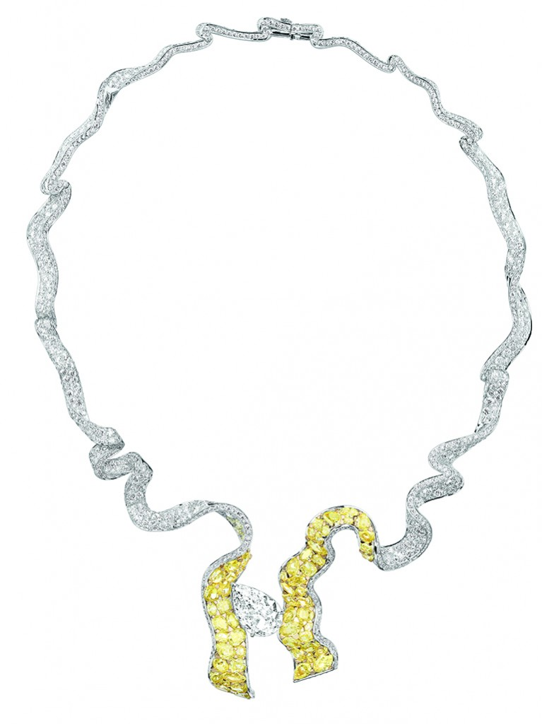 Dénoué Diamant necklace made with white and yellow gold and diamonds.