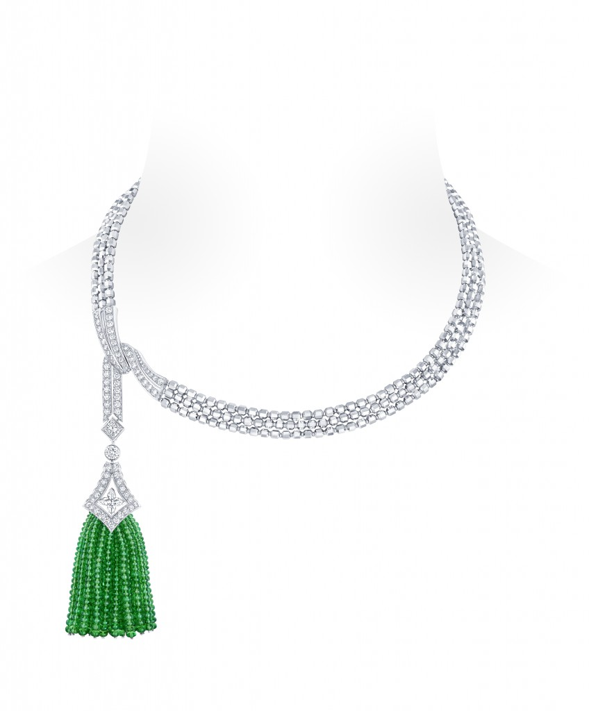 Beau Rivage Necklace in white gold with a LV Star cut diamond of 0.94 carats, one princess cut diamond of 0.75 carats, 124 diamonds of 4.08 carats, 385 tsavorite beads of 58.50 carats and faceted white gold beads