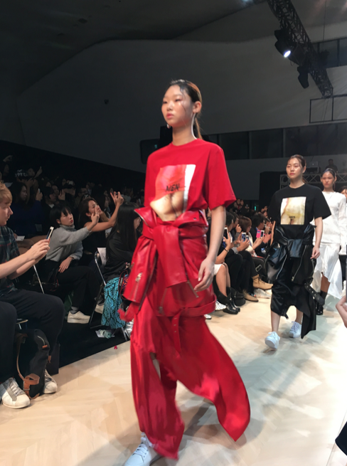 90's Paris spirit wafting through Low Classic show in Seoul. Seoul Fashion Week