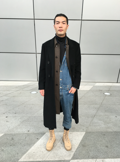 Denim overall and two coat layering, wow! Seoul Fashion Week