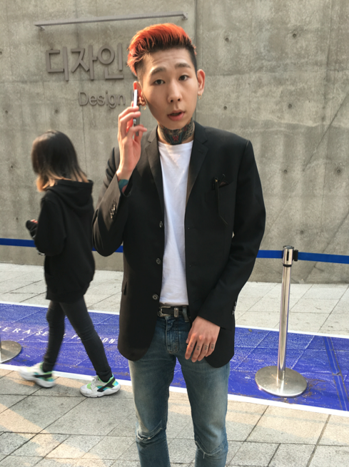 Sorry, I am on the phone but still want to be photographed at Seoul Fashion Week