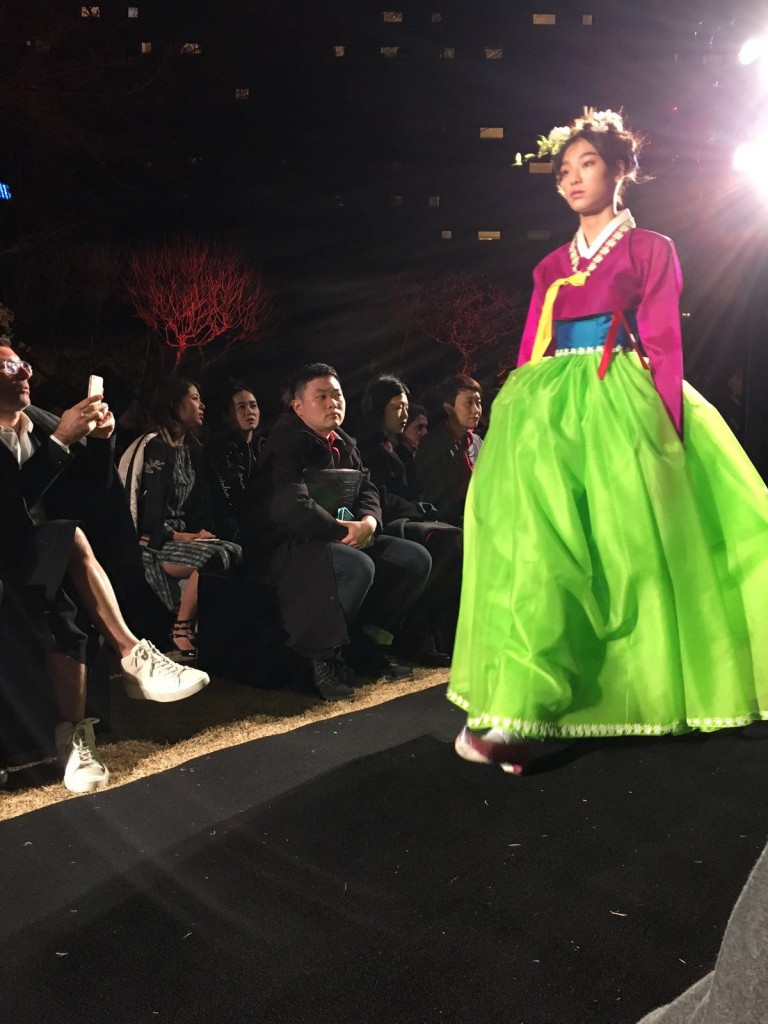 Granny Smith Apple meets fuchsia Seoul Fashion Week
