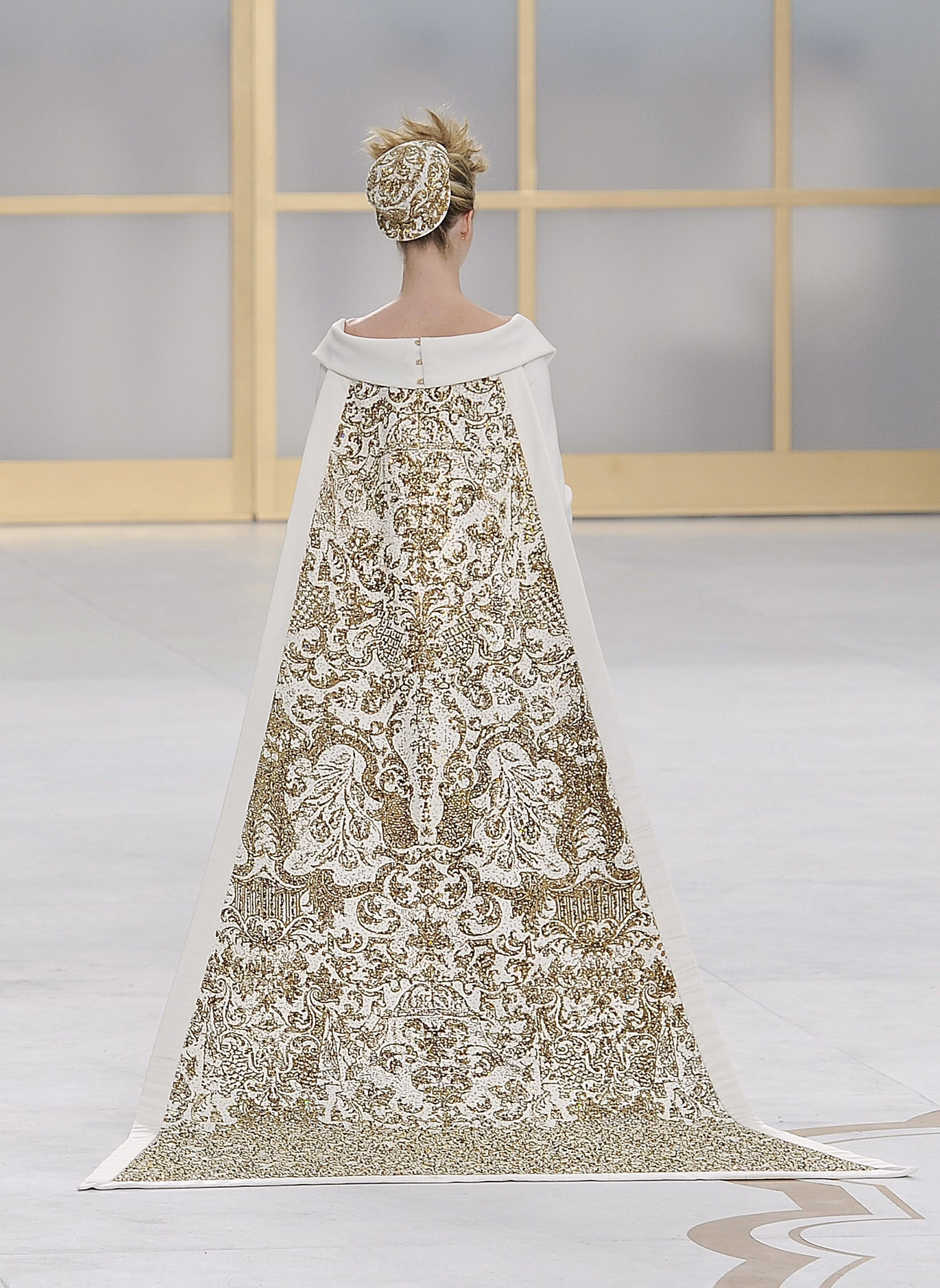 WeddingDress,KarlLagerfeldforHouseofChanel,Fall2014, Courtesy of The Metropolitan Museum of Art, photo by catwalking