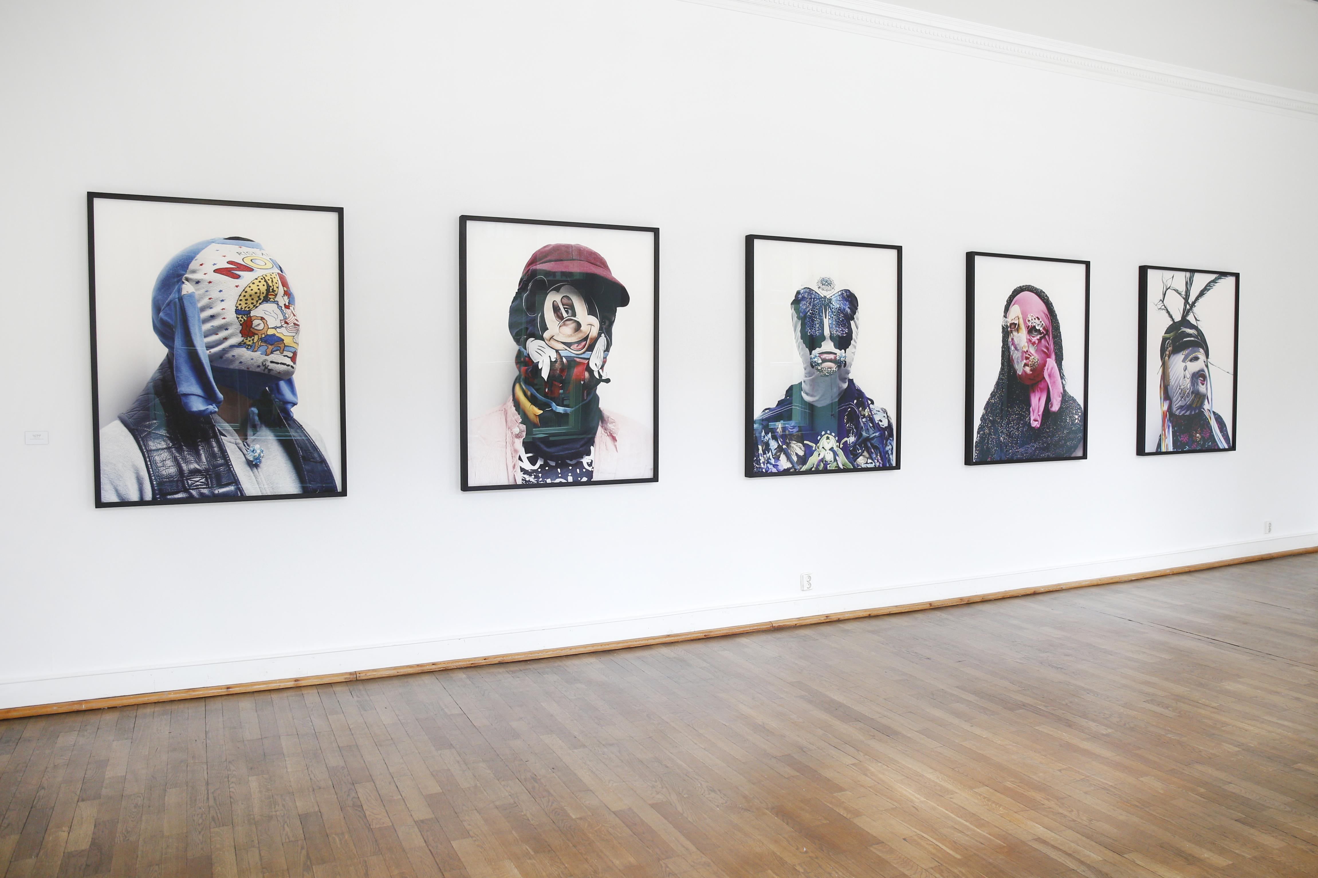 """Axel Hoedt """"NOKI"""" Fotoreihe auf dem Berliner Fotografie Salon. ©Isa Foltin/Getty Images für Berliner Fotografie Salon."""