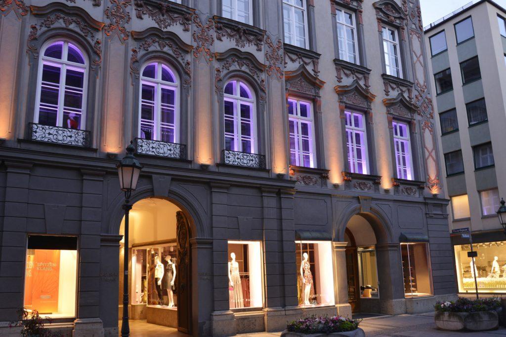 Kann sich sehen lassen: Der Talbot Runhof Flagship Store auf der Münchener Theatinerstraße