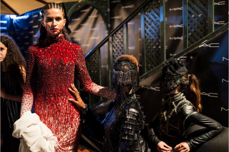 Zwischen Anti-Couture, Gruftie und Avantgarde: Ludovic Winterstans Kampfansage für den kommenden Winter. @FashionWeekTunis