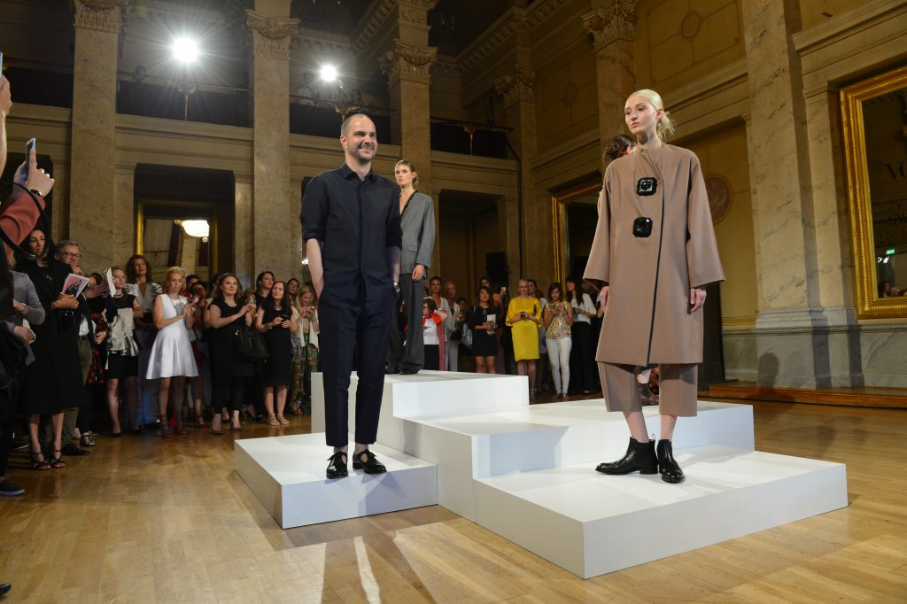 Der Designer René Storck und seine Swarovski-Kollektion. Foto: BrauerPhotos / O.Walterscheid