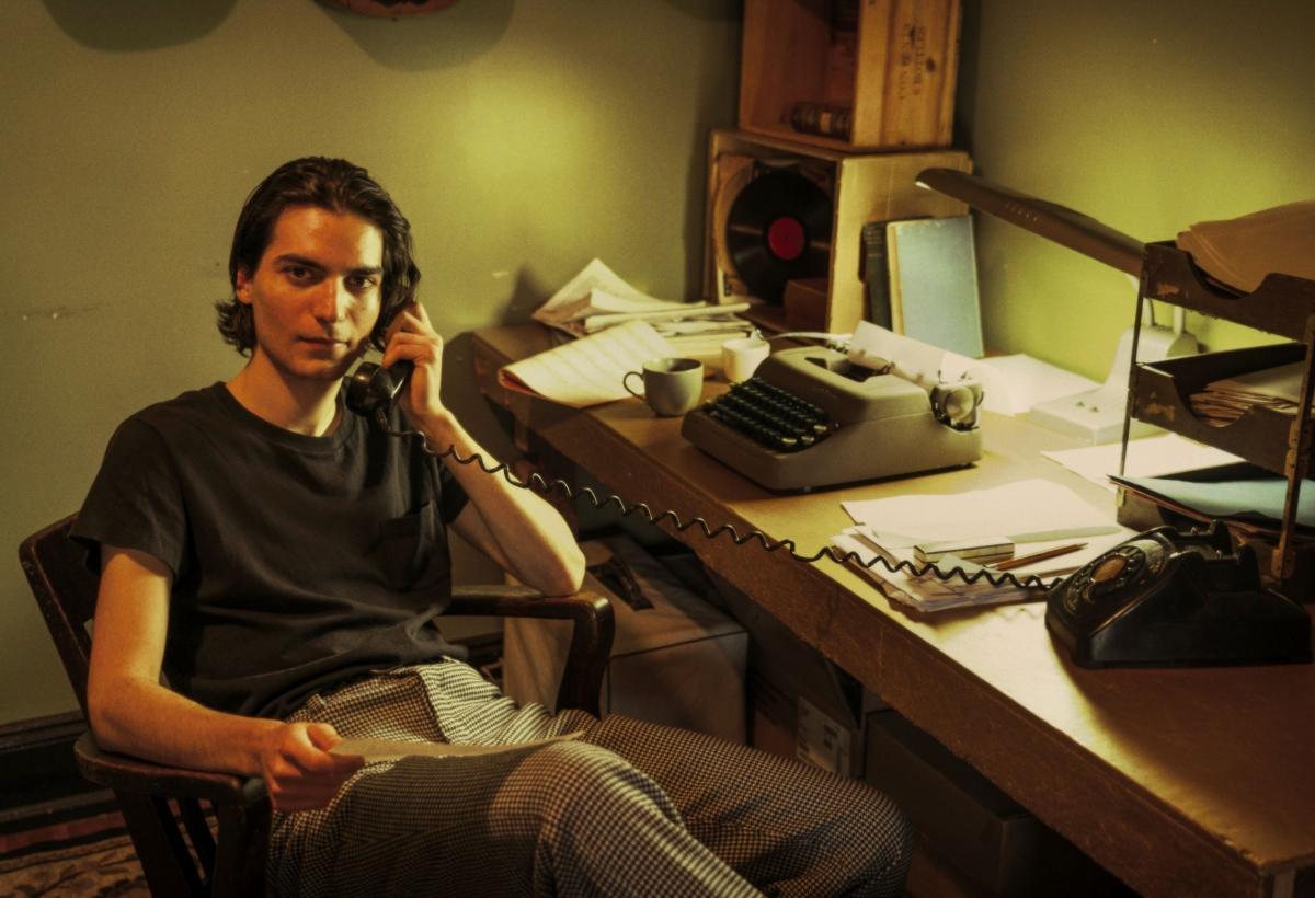Levis vintage guy telephone 60s black shirt long hair