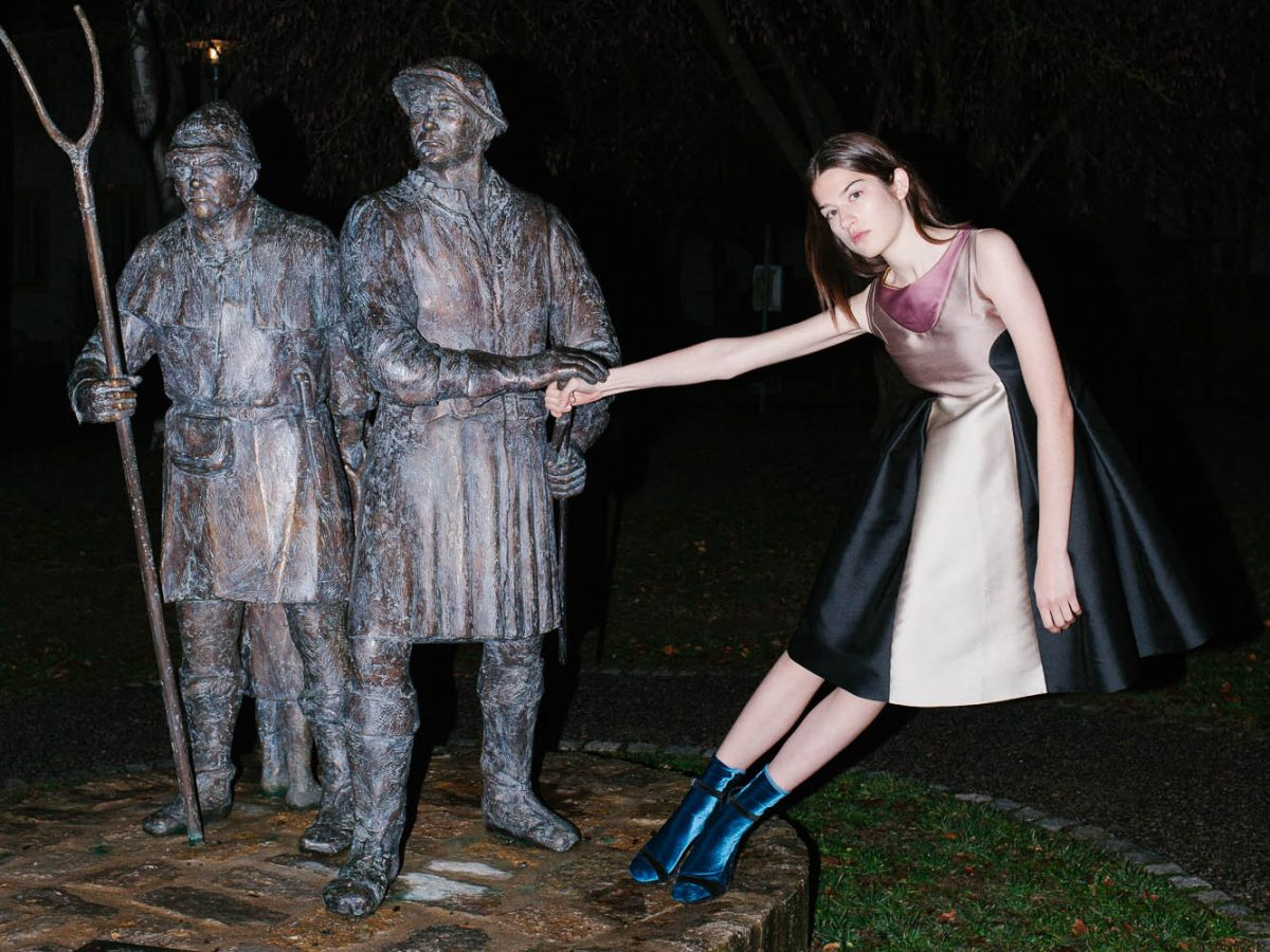statue model odeeh