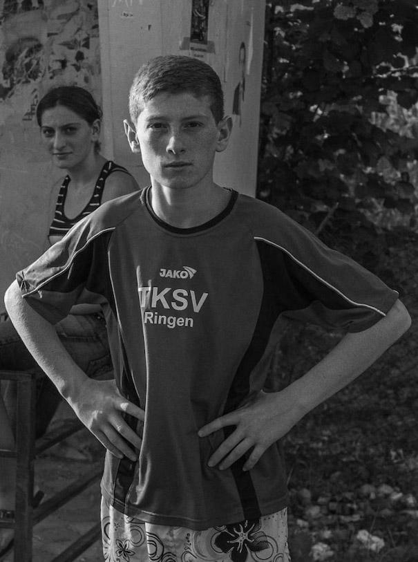 Ost Europa zwei Jungs Fußball Portrait Black White