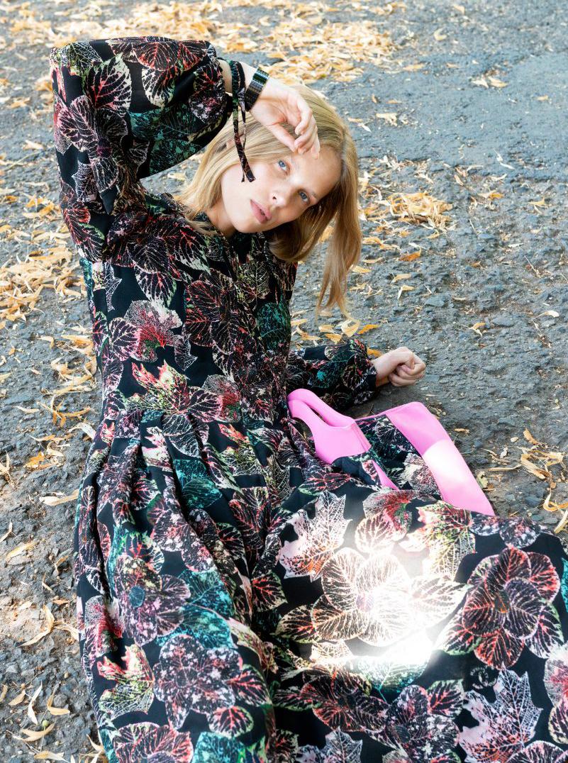 Chanel Model blond lying flower dress pink bag