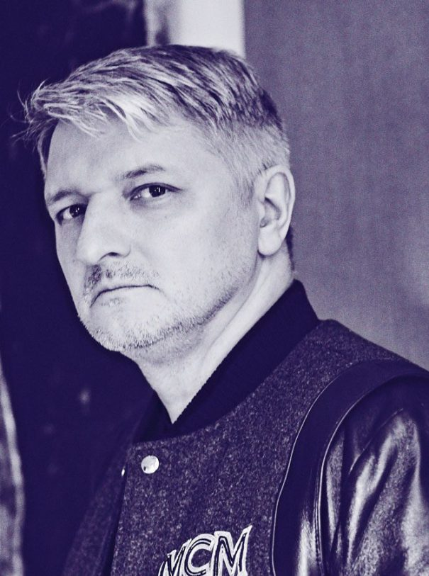 Dirk Schönberger Portrait Photo Foto Blue Purple College Jacket