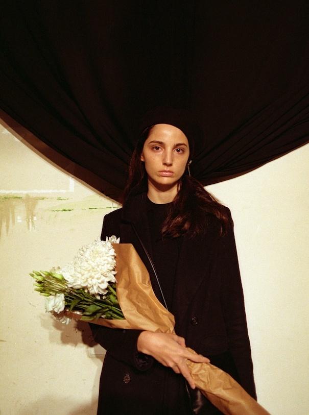 Frau mit Blumen in Georgien Tiflis Foto von Levan Maisuradze