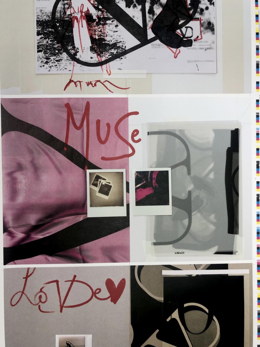 Valentino Garani V Signature moods pink black white red
