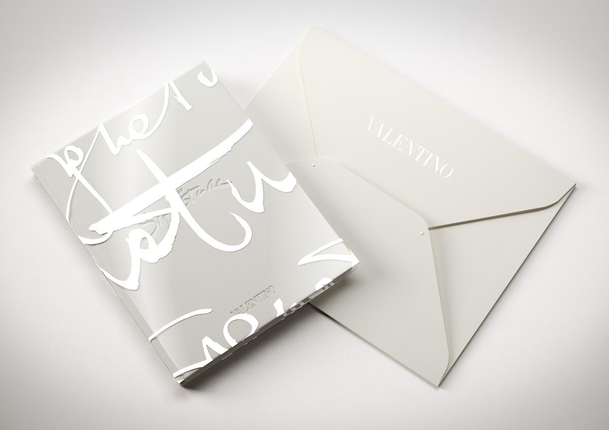 valentino v signature white book