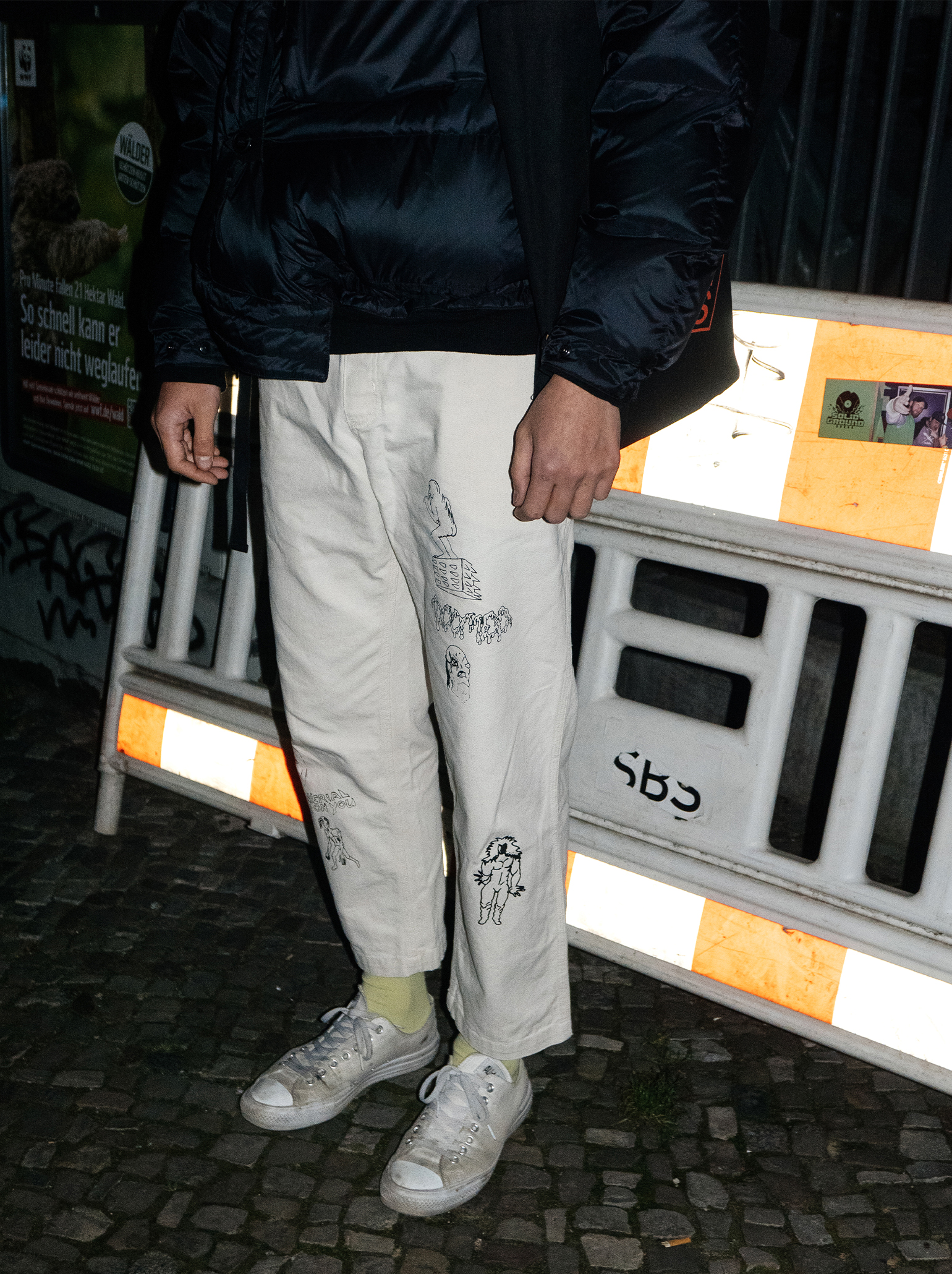 White trousers streetstyle trend